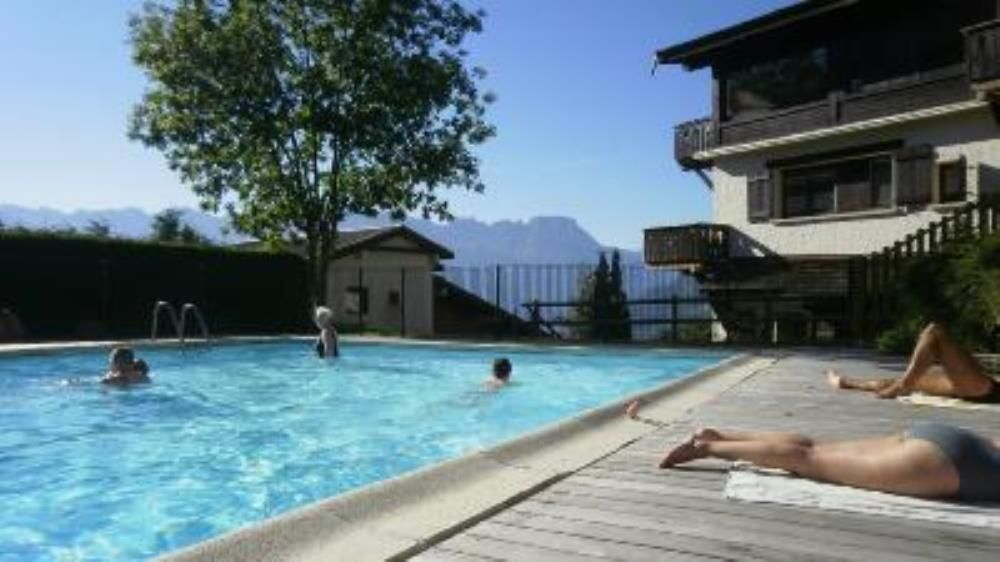 Apartment in a beautiful chalet with pool saint gervais for Piscine st gervais