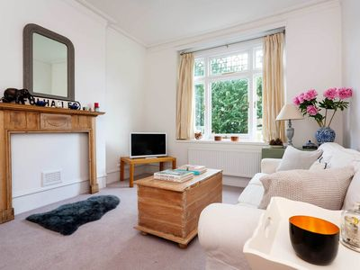 Photo for Bright and beautiful 1 bed apartment in Fulham (Veeve)