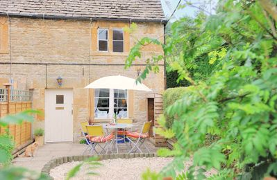 Photo for Gleed Cottage is a beautiful, traditional Cotswold stone property in the pretty village of Naunton