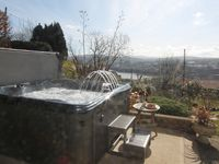Our holiday home was clean and well equipped.Loved the hot tub and the view beautiful. Lovely place.