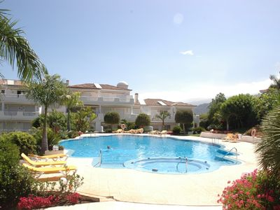 Photo for Sonniges ruhiges Luxusapartment mit Pool u. Jacuzzi in bester Lage