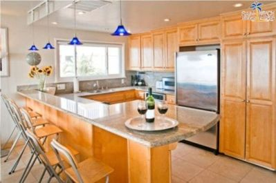 Fully Loaded kitchen, Stainless Steal Appliances, Kitchen Dining Bar with stools, Mission Beach, San Diego Vacation House Rental