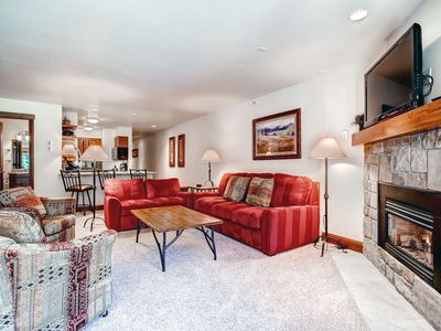 Photo for Chic Vail 1 Bedroom condo, 50 yards to lift, Hot Tub, Pool, Sleeps 6