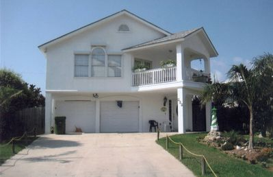 Photo for Beautiful 4 Bedroom Home