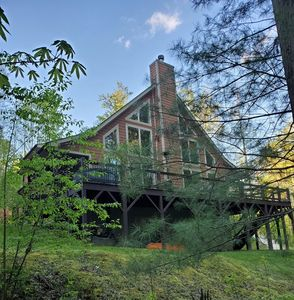 Photo for Mtn. Home, 2 kitchens, 3 floors, 8 minutes to Hot Springs,Pisgah NF for Back Yrd