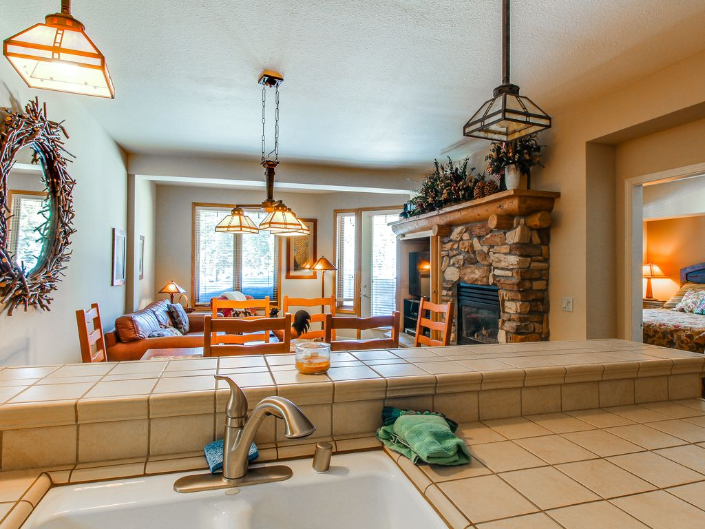Charming condo w/shared hot tub/pool & amaz... - VRBO