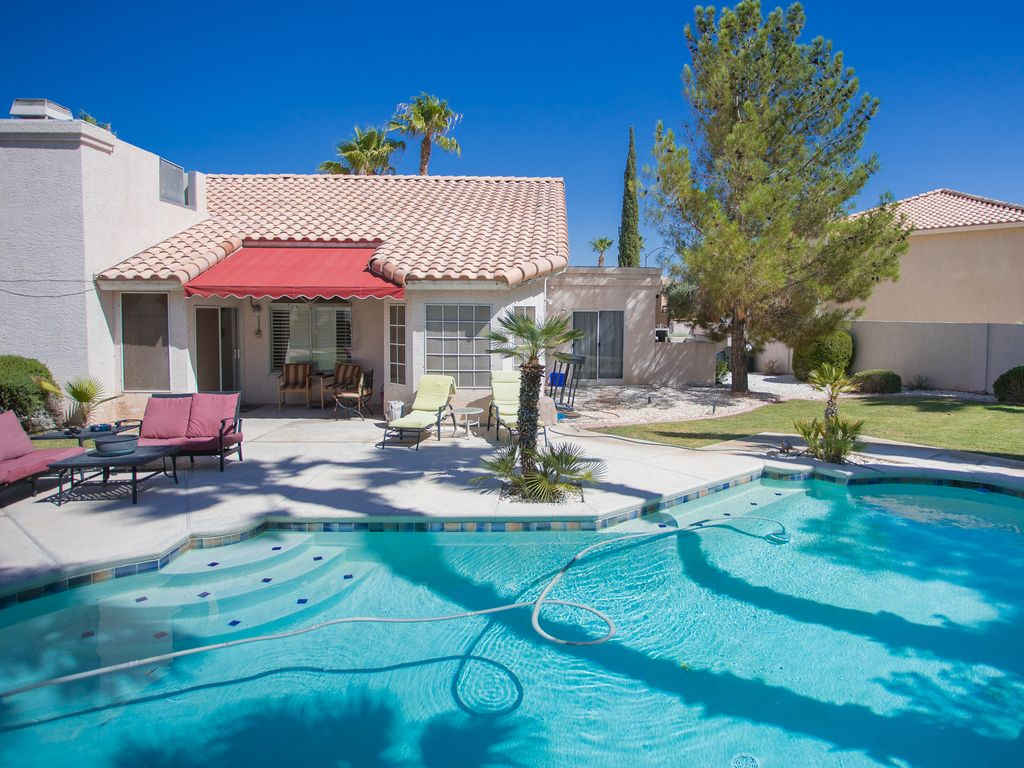 Las vegas retreat with large private yard close to red for Las vegas stone yards