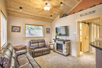 Unwind and relax by the fire at this 3-bedroom, 2-bath Kellogg vacation rental!