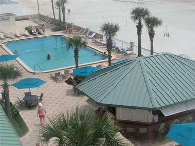 Great condo with all you need. 3 pools kiddie pool Hot tubs