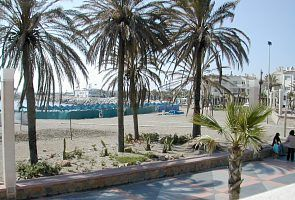 Sandy beach - 2 minutes walk from Artemarina