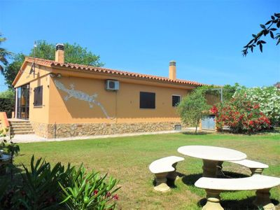 Photo for 4 bedroom Villa, sleeps 8 in l'Escala with Air Con and WiFi