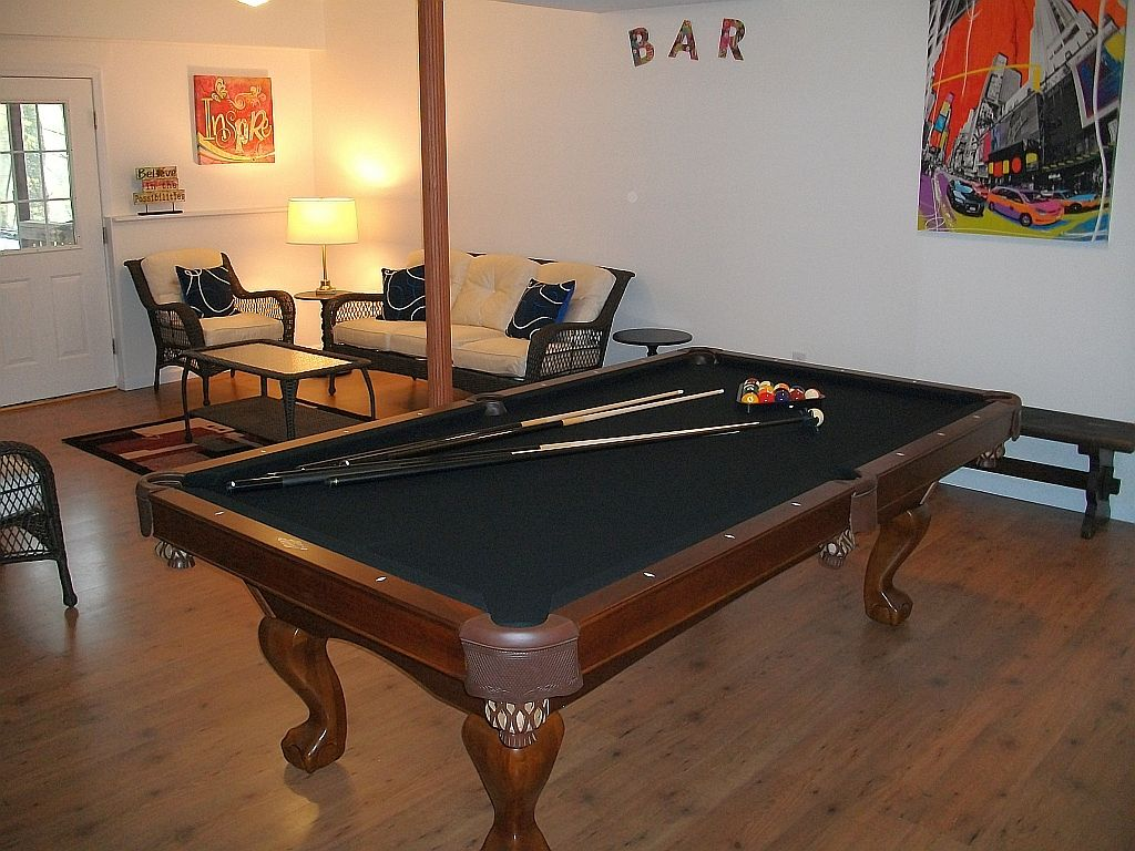 Bedrooms Levels POOL TABLE BIG House WIFI Near It All BNB - Big 5 pool table