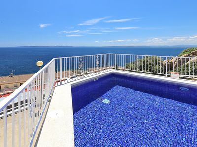Photo for Sea view apartment with pool for 4 people