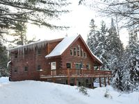 The log home met and exceeded all of our expectations! It was roomy and comfortable enough for all