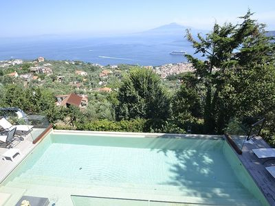 Photo for 6 bedroom Villa, sleeps 14 in Sorrento with Pool, Air Con and WiFi