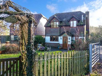 Photo for 1 SCHOOL HOUSE COTTAGES, pet friendly in Horsmonden, Ref 921137