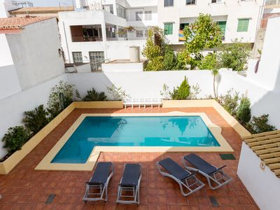 Photo for Cosy Holiday Apartment Close to the Beach with Balcony, Pool and TV