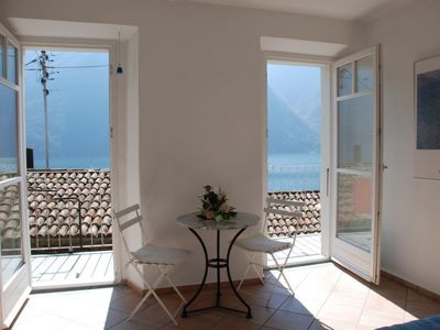 Photo for 3 bedroom Villa, sleeps 5 with FREE WiFi and Walk to Shops