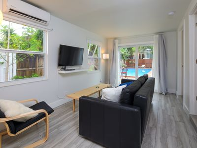 Close to beach, downtown, airport. Entire Apt.