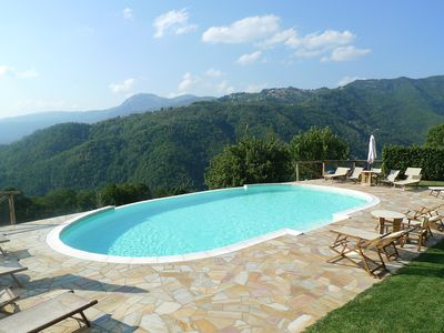 Photo for Gorgeous Tuscan cottage, infinity pool, 1 min walk to restaurant