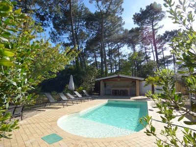 Photo for Villa of 160 m2 / sunny swimming pool in the pines with pool house