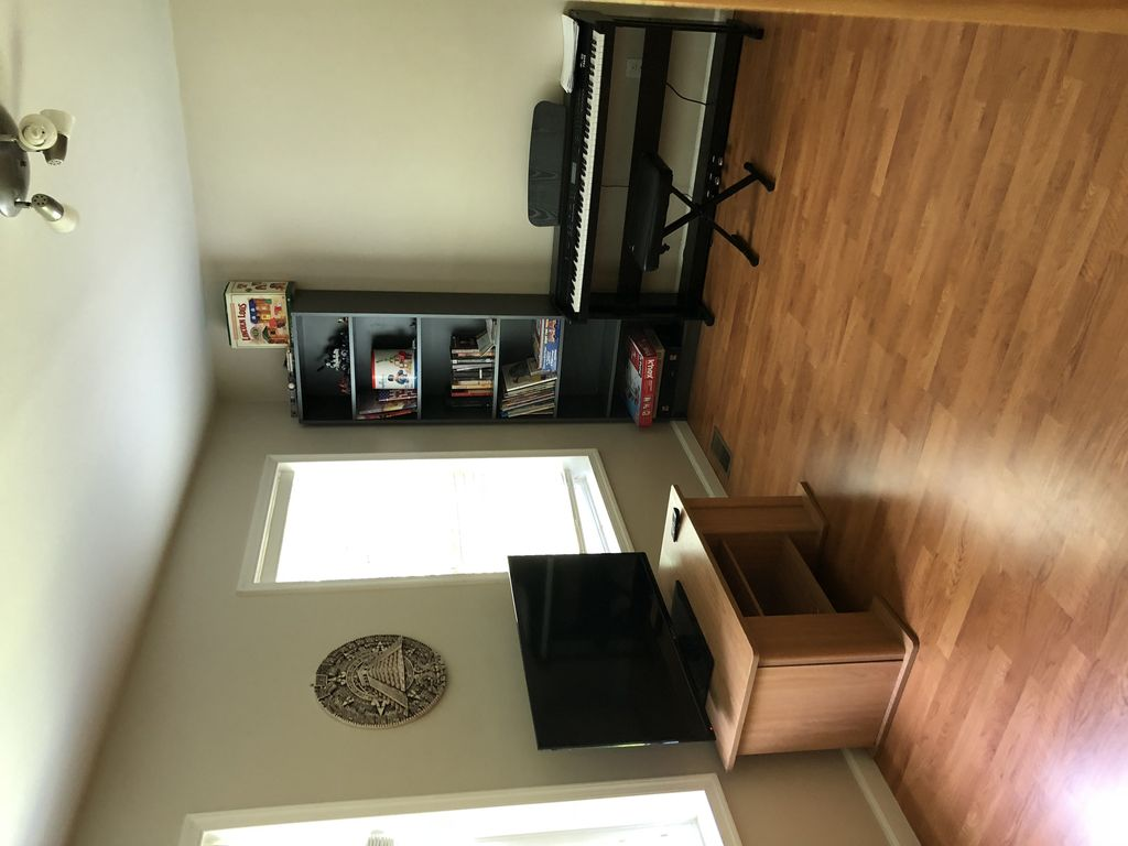 4 BR/2.5 BA Kid Friendly New House 3 Acres of Privacy, WIFI, Modern