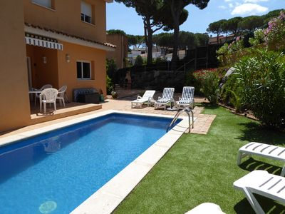 Photo for Detached Villa with Private Pool, Air-con, Internet & WiFi near beach/amenities
