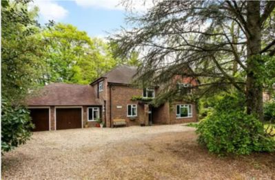 Photo for Luxury 5 bed house, 3 min walk to Fleet, Hampshire centre. Country walks, pubs.