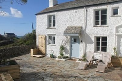 Photo for Beautiful Holiday Home In North Cornwall With Sea Views