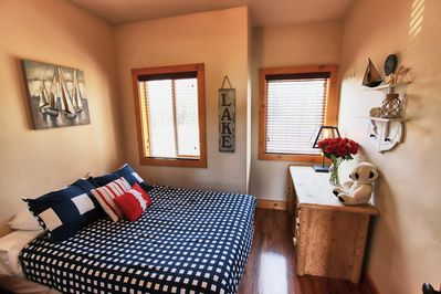 Lake Room on Main Floor (Double Bed)