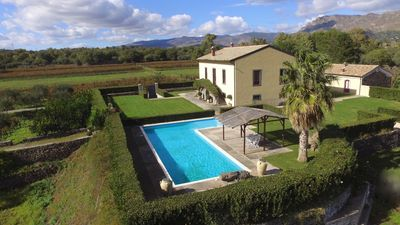 Photo for Villa surrounded by vineyards and amazing views to enjoy the best out of Sicily