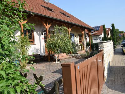 Photo for Cozy Doppelhaushäfte with beautiful garden for 6 persons and dog