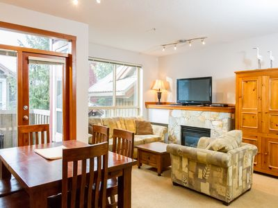 Affordable Bright 2 Bed, Amazing Location, Shared Hot Tub, Walk to Village