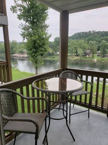 Photo for Couples Retreat condo with beautiful view of Lake Taneyvomo,  2nd floor