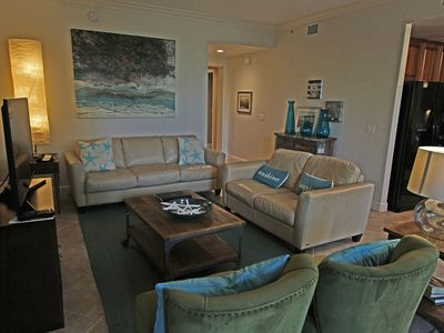 Photo for Spacious 2 Bedroom Vacation Rental near Downtown Naples