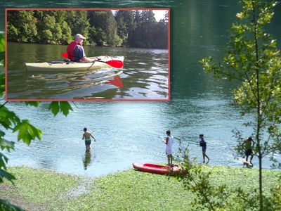 4 Kayaks, jackets paddles Included. Swim, fish, picnic, dig for clams, enjoy