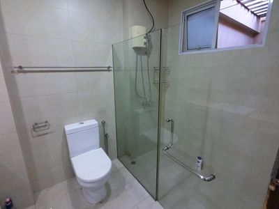 Photo for Amazing Spacious 4 Bedroom Apt Unit @ Geylang Central G6X