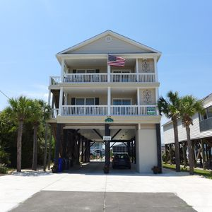 Ocean view, 3 houses from beach access, heated pool, pets