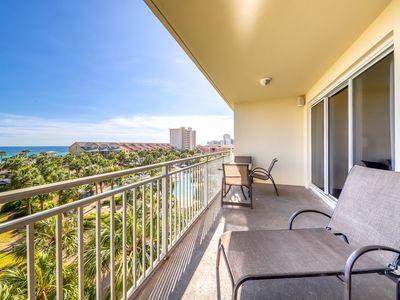 Photo for Condo close to the beach w/ shared grill, jetted tub & pool - gulf views!