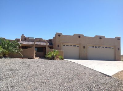 Quiet, beautiful pool home in Havasu Heights. Close to fun and a quiet getaway!