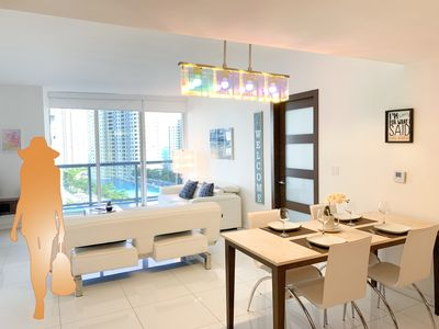 Stunning Ocean Views + 5-Star Amenities @ Oversized 1,050 ft2 Icon Brickell!
