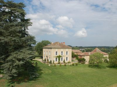 Photo for Stunning Maison de Maitre with swimming pool and private courtyard