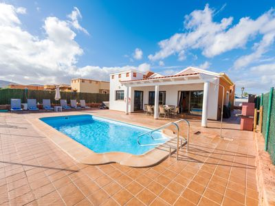 Photo for Villa with swimming pool and WIFI located on the golf course in Caleta De Fuste