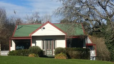 Photo for ABELIA1  Daylesford 10min walk  quiet 2br warm cosy LAKESIDE NO 1  LAKEVIEW 2 be
