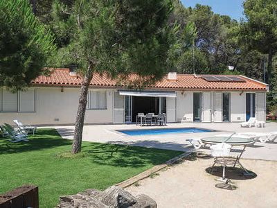 Photo for Single storey villa w/ private pool, basketball hoop, Wi-Fi & table tennis