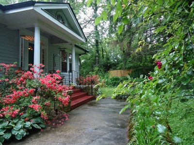 Photo for Apple Pie Bungalow cozy and private in town location