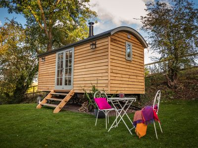 Photo for Shepherd's Hut heaven - a cosy retreat with kitchen and bathroom!