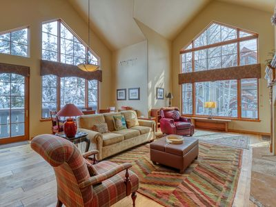 Photo for Ski-in/ski-out condo w/ shared pool/hot tub/tennis - walk to lifts!