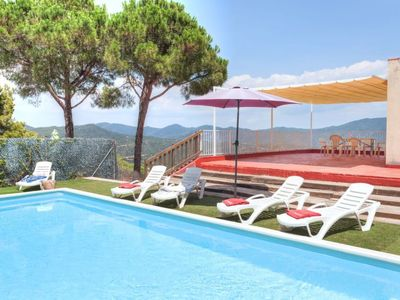 Photo for 6 bedroom Villa, sleeps 12 in Lloret de Mar with Pool and WiFi