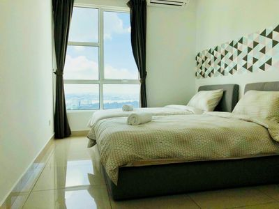 Photo for 【KSL】Sea/City View High Floor 3BR Family Suite with Balcony (6px)